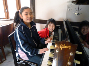 昇子さんのピアノ教室の生徒たち