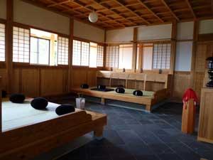鳥海山国際禅堂内部