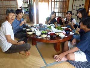 百笑村での昼食風景