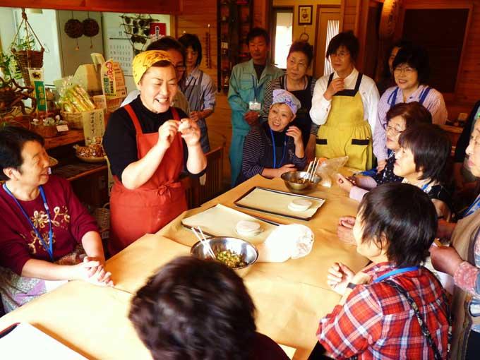 農家レストラン「ゆう菜家」でのヤーコンギョウザ作り体験
