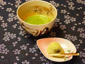 「和み庵」京かのこのお茶セット(撮影時のお菓子は、鶯餅)