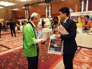 田沢湖ふるさとふれあい協議会の代表理事・田口久義さん(写真左)